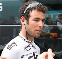 Cavendish crashes out of Tour - picture
