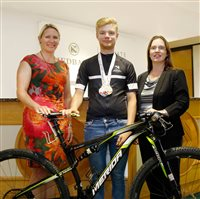 Nedbank Private Wealth supports Island cycling star - picture