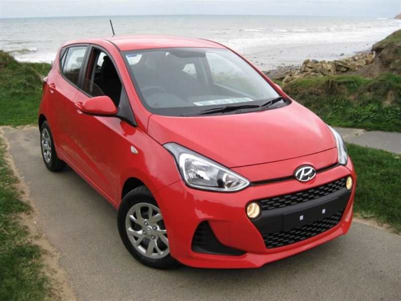 Hyundai i10 1.0 SE 5dr ONLY £68 TAX. Remainder of the 5 year warranty £48.60 a week