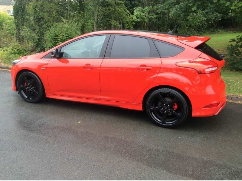 2017 Ford Focus TDCI Red Edition ST Line
