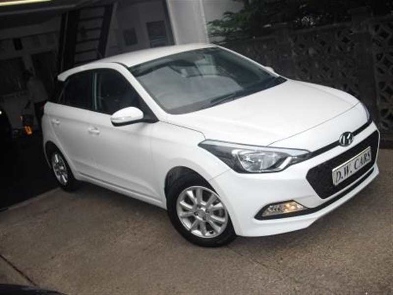 Hyundai Choice of two - i20 1.2 SE 5-door Polar white £68 road tax Balance of warranty