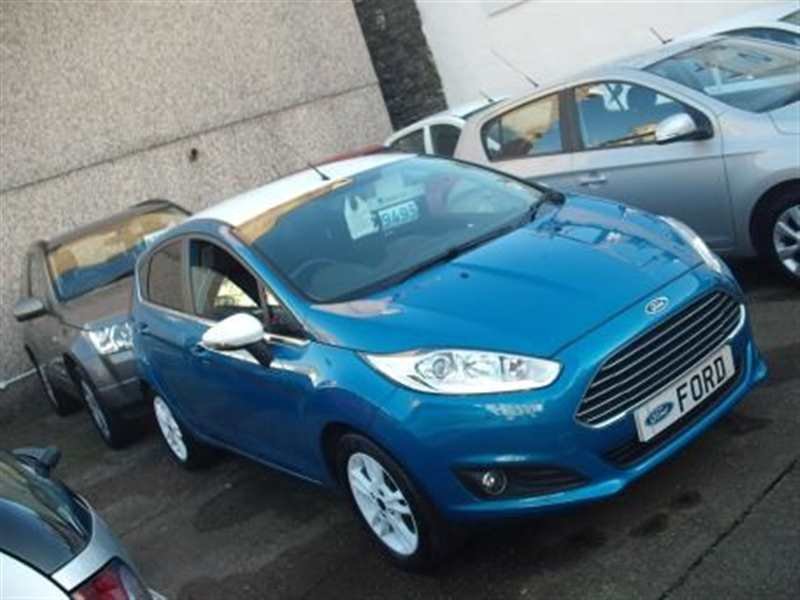 Ford Fiesta 1.25 Zetec Blue Edition Navi 5-door One owner Candy blue over Frozen white