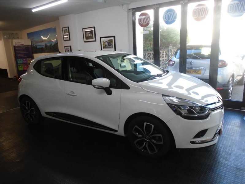 Renault Clio 0.9 TCE Play 5-door Glacier White One owner £71 road tax