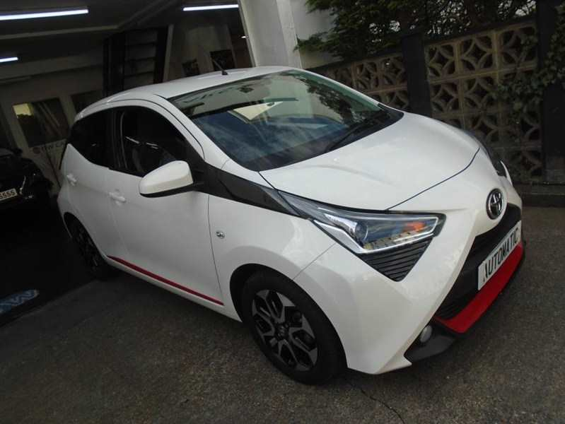 Toyota Aygo 1.0 VVT-I X-Trend 5-door X-Shift Automatic Flash White Only 12,000 miles Low tax